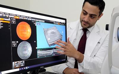 Dr. Makkouk explaining eye diagram on computer